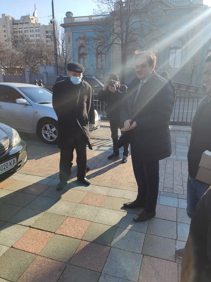 Украинские врачи получили машины из автопарка Верховной Рады