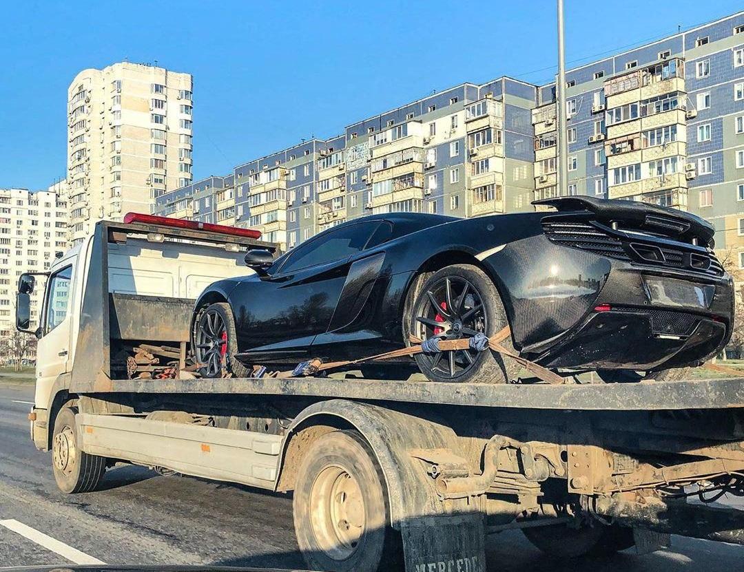 В Украине заметили крутой суперкар McLaren