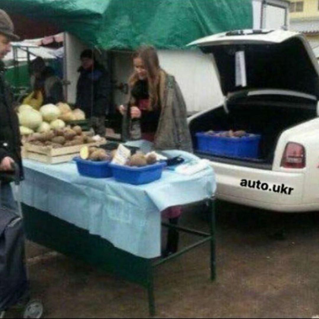 В областном центре заметили продавца картошки на Роллс-Ройсе (фото)