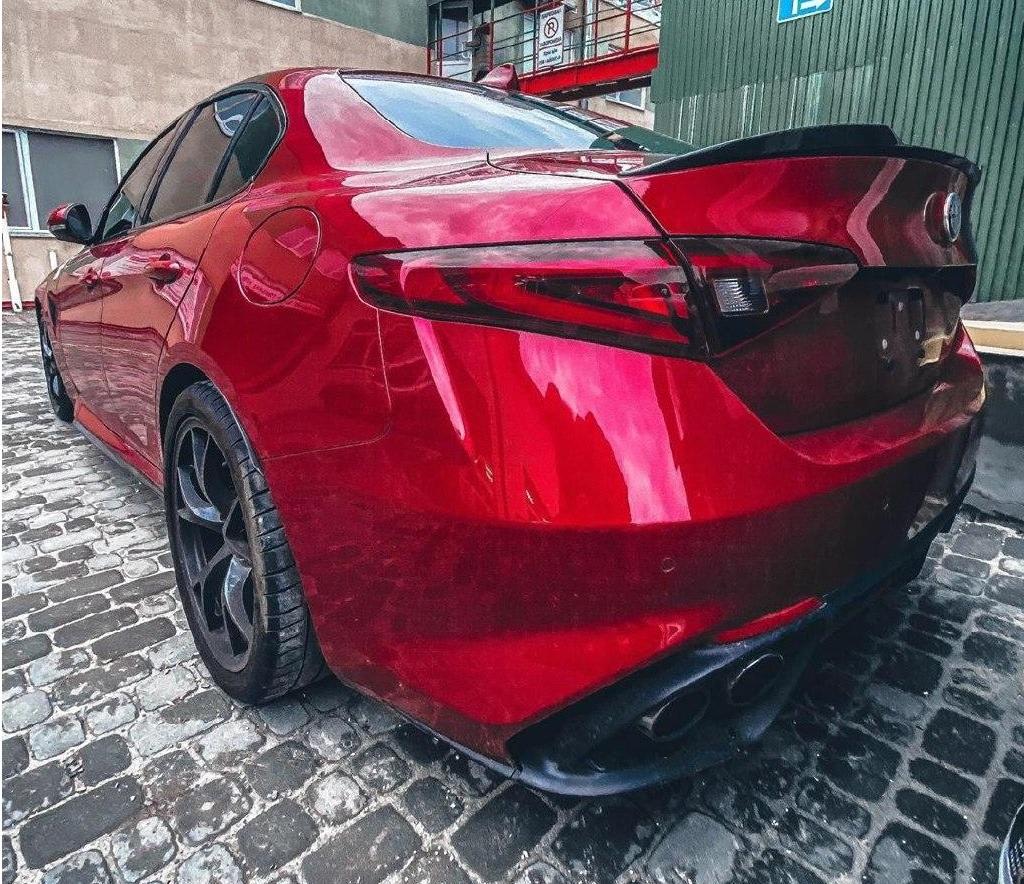 В Украине засветился заряженный седан с двигателем Ferrari