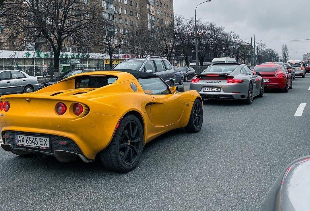 В Украине повылазили подснежники в виде суперкаров и кабриолетов