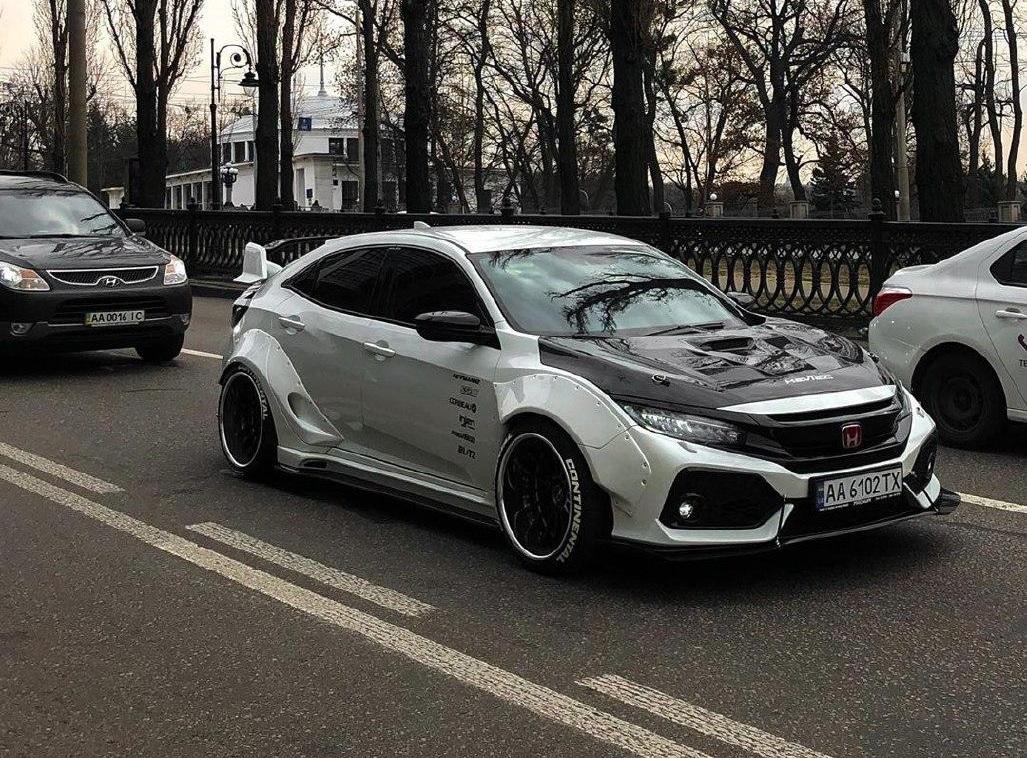 Яркий тюнинг Honda Civic в японском стиле от украинских мастеров