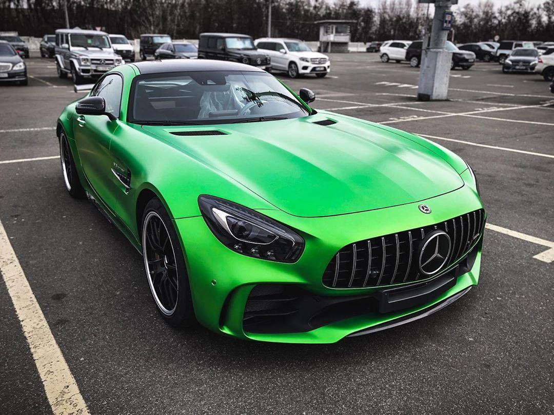 В Украине засняли редчайший лимитированный суперкар Mercedes-AMG