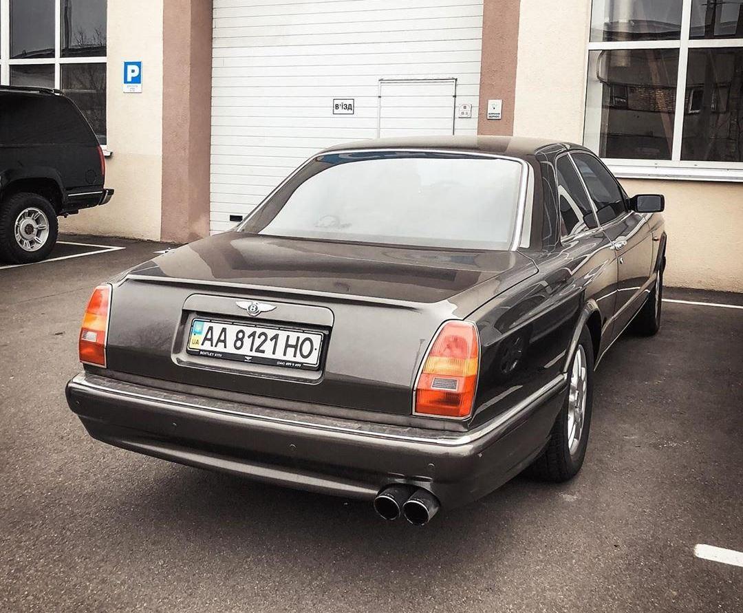В Украине засняли раритетный коллекционный Bentley