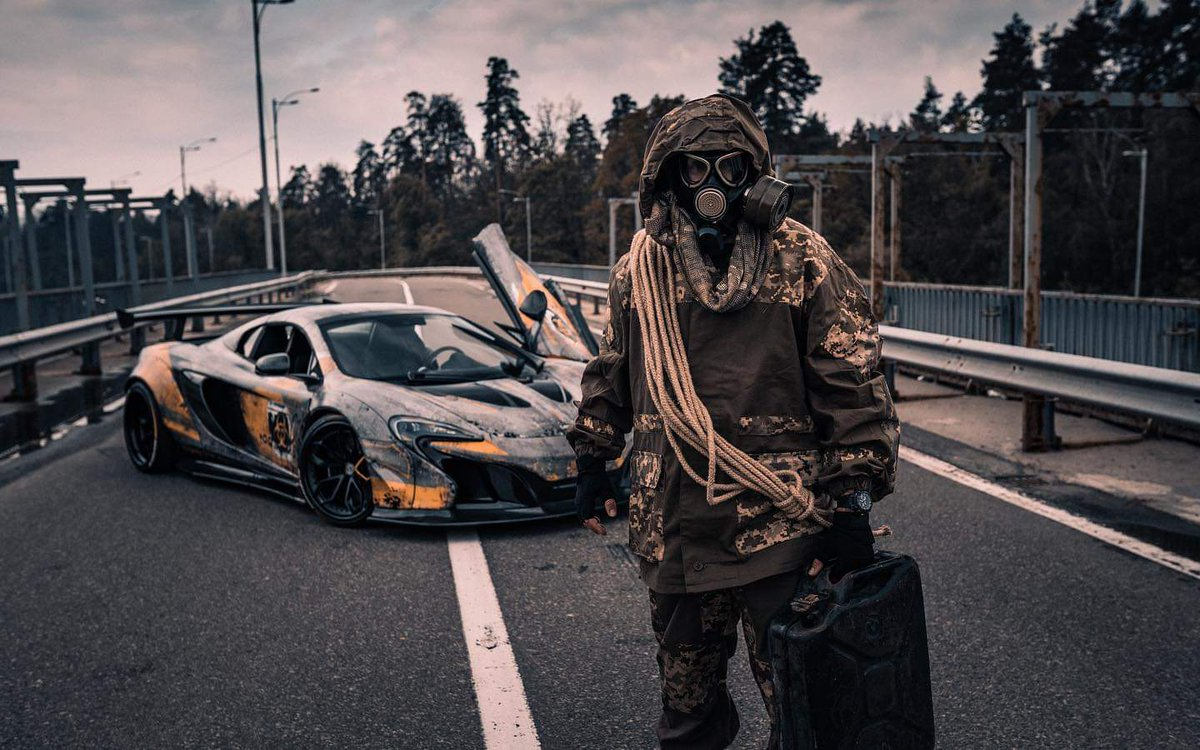 Богатые украинцы перевозят свои суперкары в Чернобыль