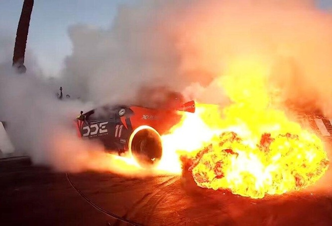 Яркий дрифт на Lamborghini закончился эффектным пожаром (видео)