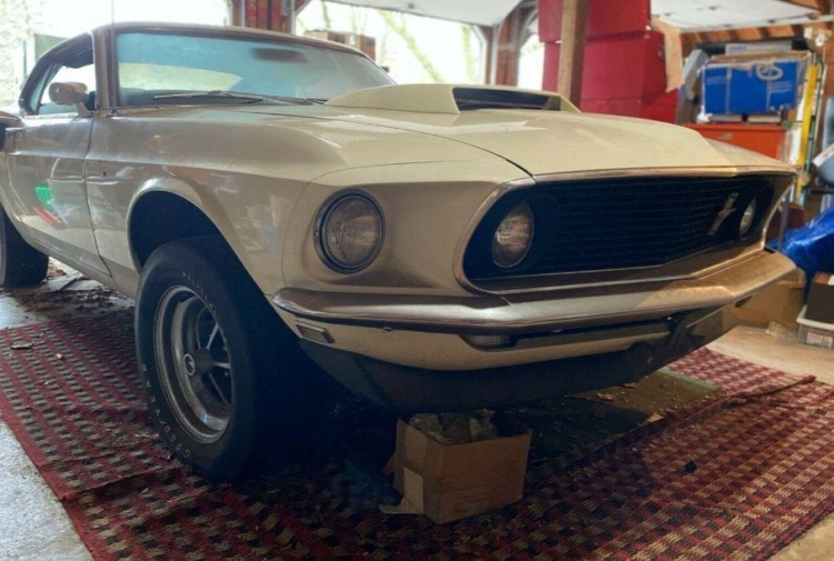 Редчайший заряженный Ford Mustang 40 лет простоял в заброшенном гараже