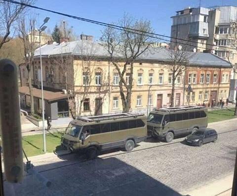 Во Львове заметили крутые внедорожные маршрутки украинской разработки