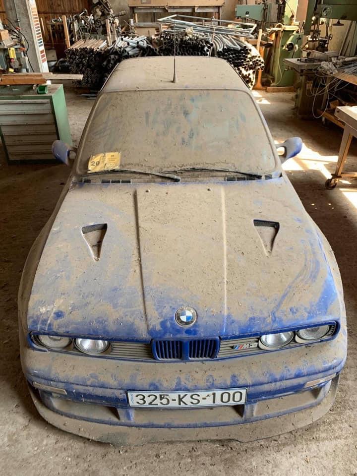 Культовые спорткары BMW M3 обнаружены заброшенными на свалке