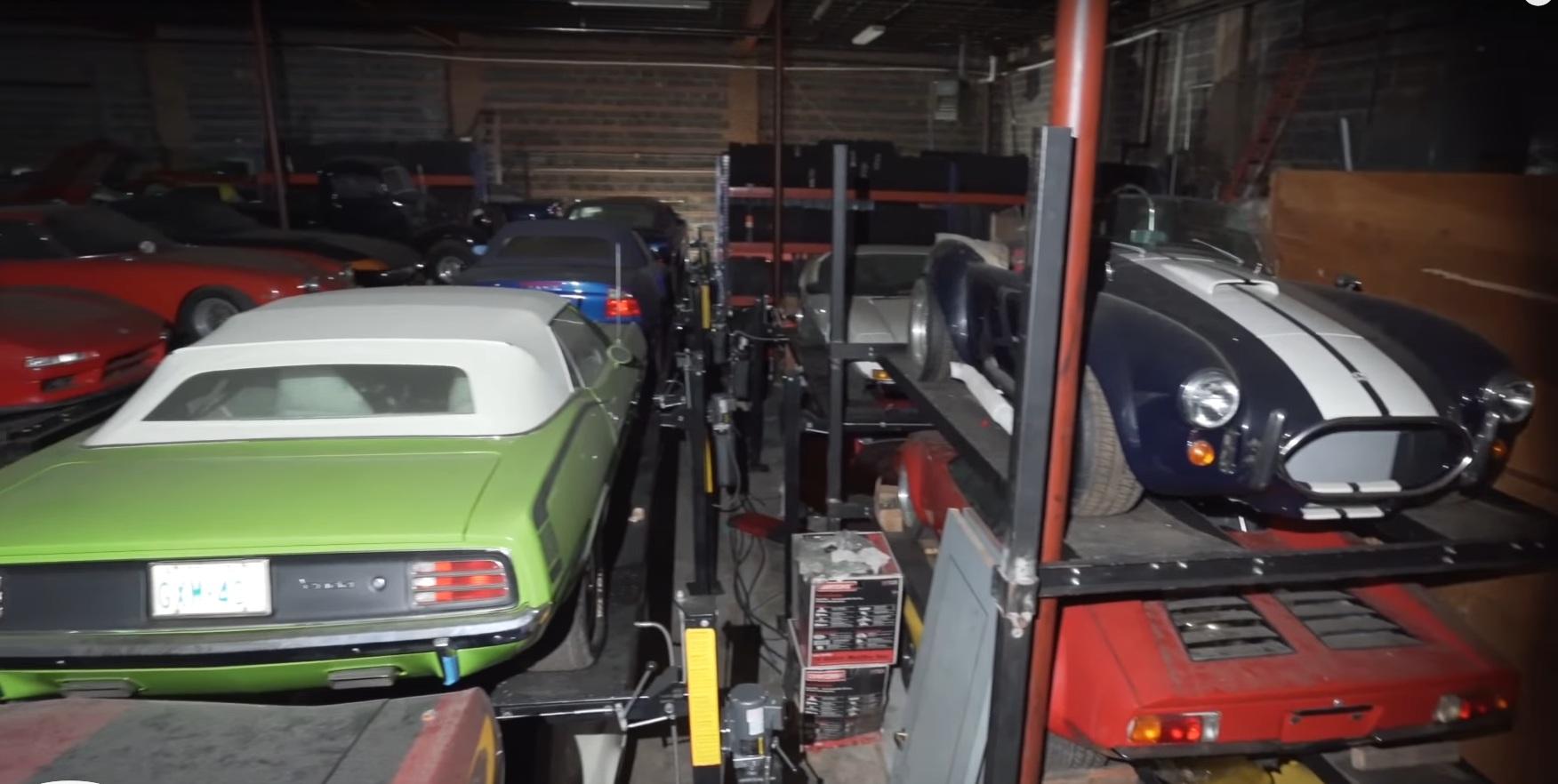 На заброшенном складе обнаружили три сотни редких суперкаров (видео)