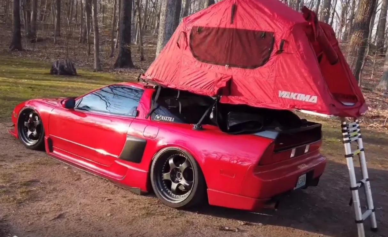 Крутой спорткар 90-х превратили в оригинальный дом на колесах