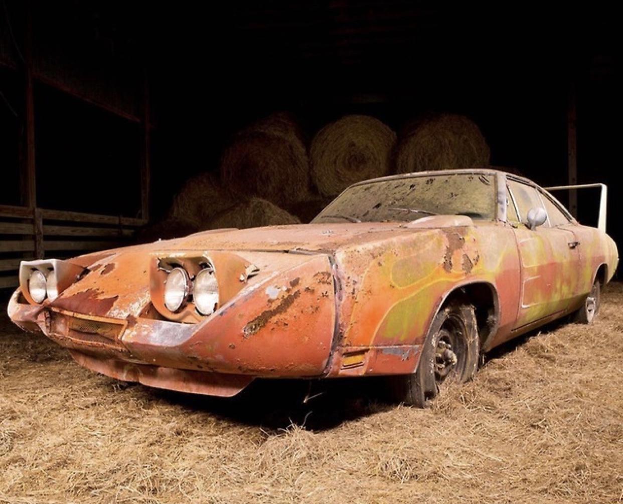 В закарпатском селе нашли ультрараритетный американский авто 60-х