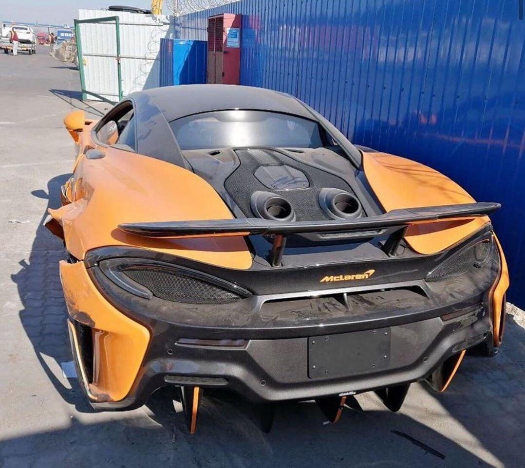 В Украину привезли редкий лимитированный суперкар McLaren