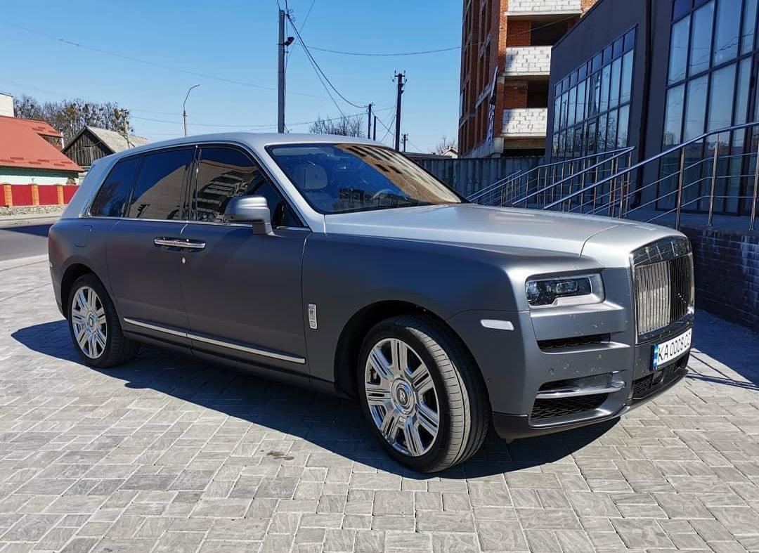 В небольшом украинском райцентре заметили дорогой внедорожник Rolls-Royce