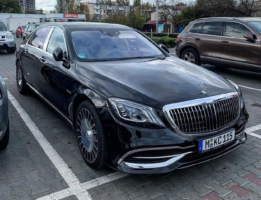 В Украине заметили роскошный Maybach на еврономерах