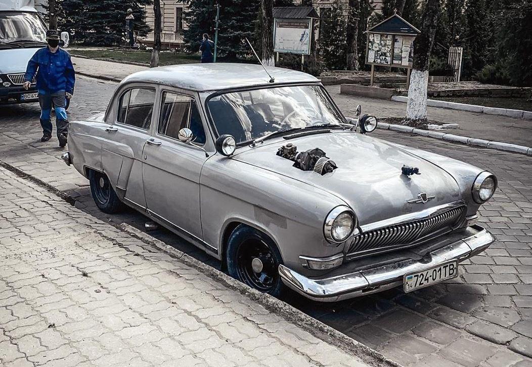 В Украине заметили Волгу ГАЗ-21 с нестандартным тюнингом