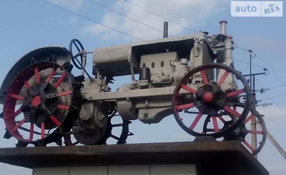В Украине продают старый 80-летний трактор по цене нового Логана