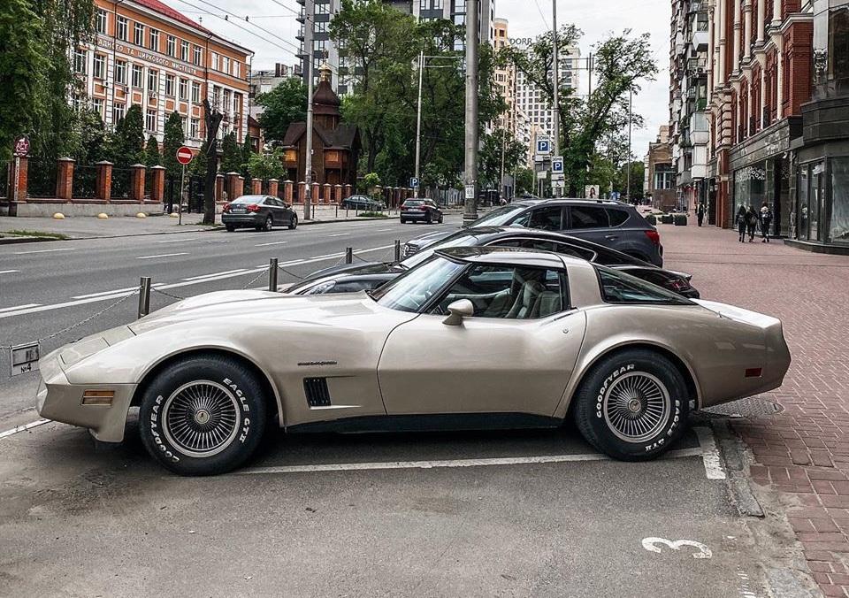В Киеве заметили крутой коллекционный Chevrolet Corvette