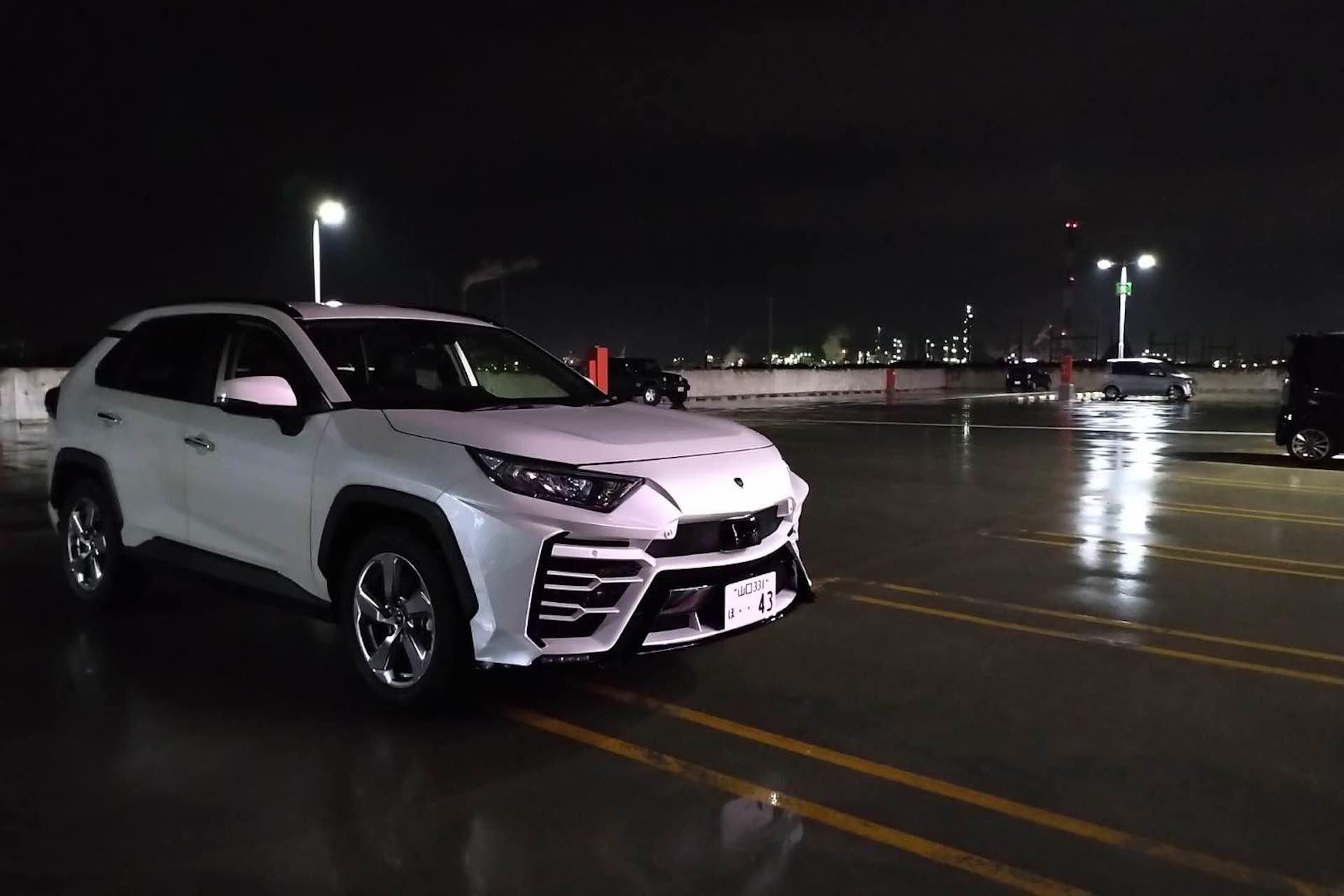 Японцы сделали пакет доработки Toyota RAV4 в Lamborghini Urus
