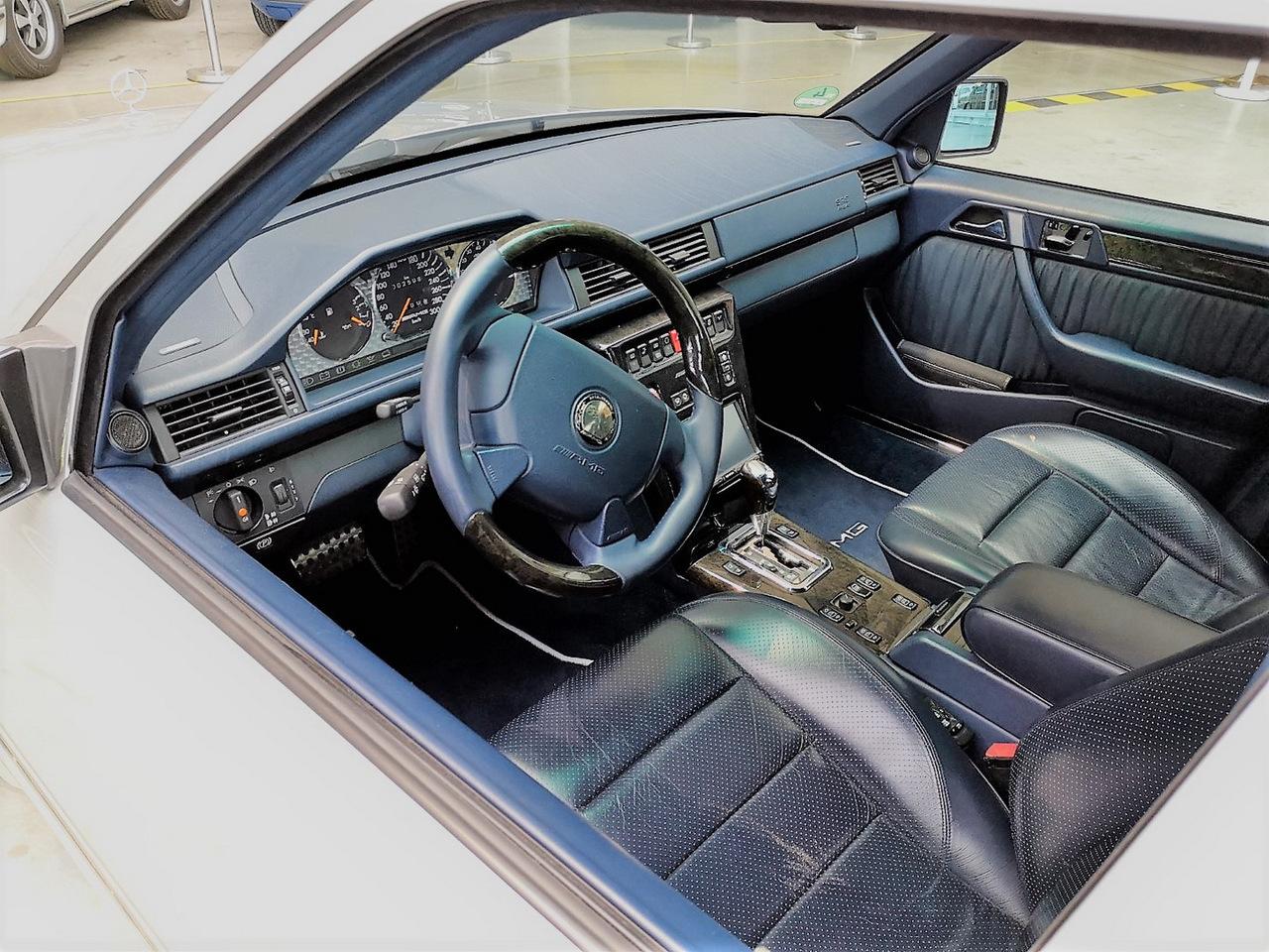 Старый Mercedes 124 продают по цене новой Ferrari