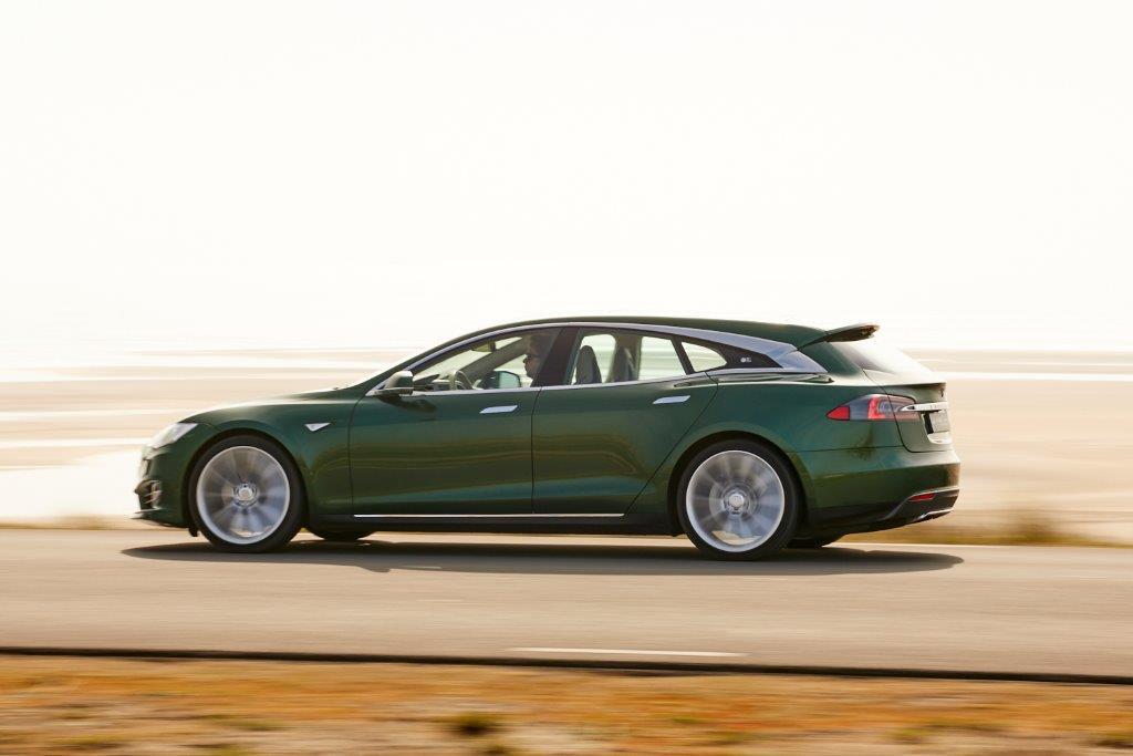 На продажу выставили уникальный универсал Tesla