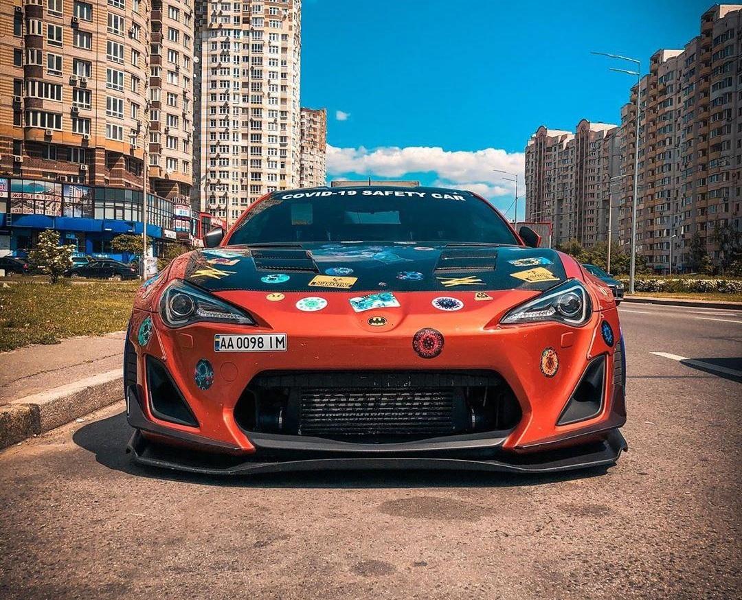 В Украине появился необычный коронавирусный автомобиль