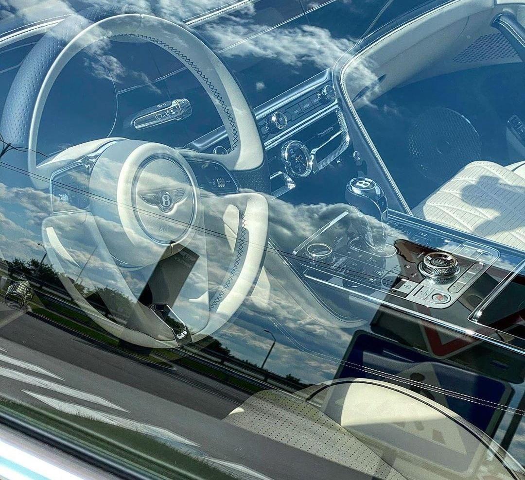 В Украину привезли новейший роскошный седан Bentley