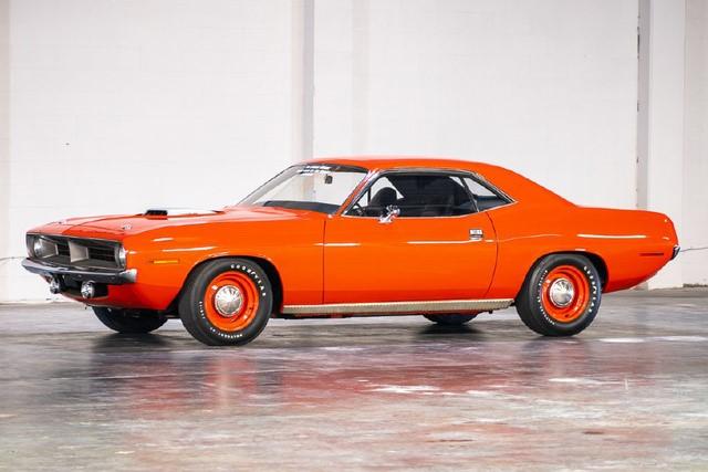 В старом гараже нашли заброшенный американский авто за $1,2 миллиона