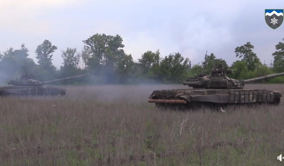 Самый впечатляющий в мире драгрейсинг от украинских военных (видео)