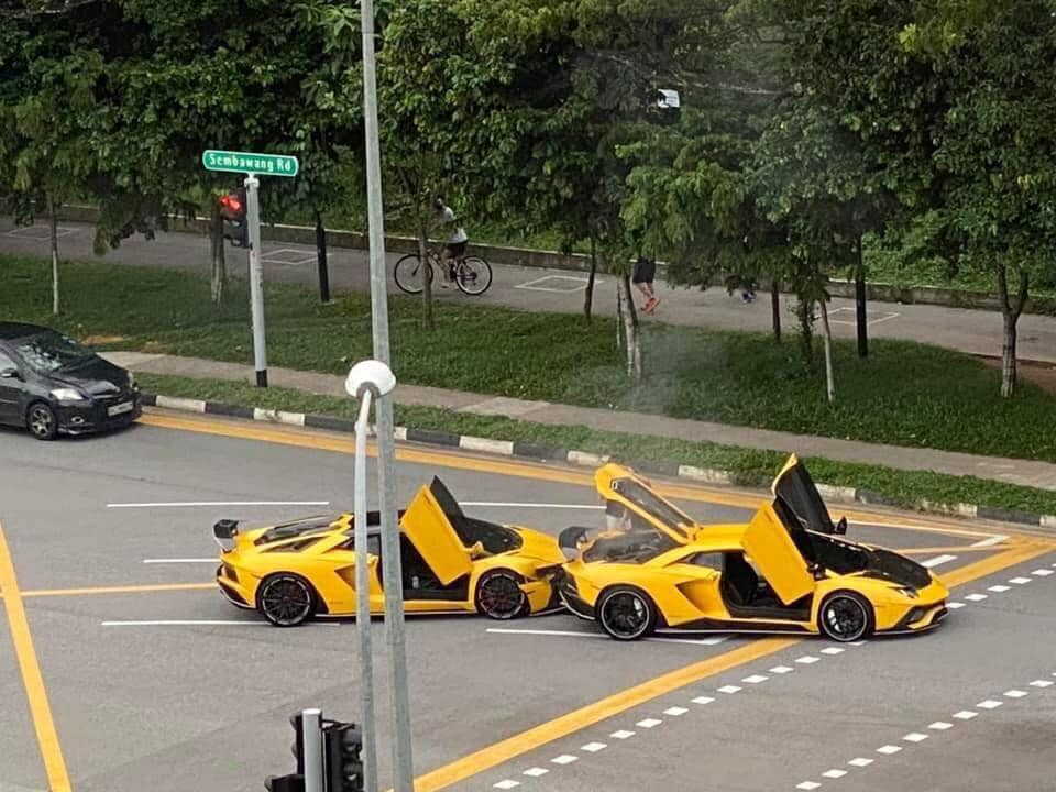 Два редких суперкара Lamborghini столкнулись на перекрестке (видео)