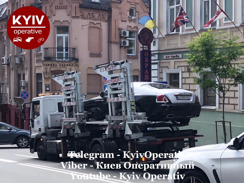 В Киеве эвакуировали роскошный Rolls-Royce за 11 миллионов