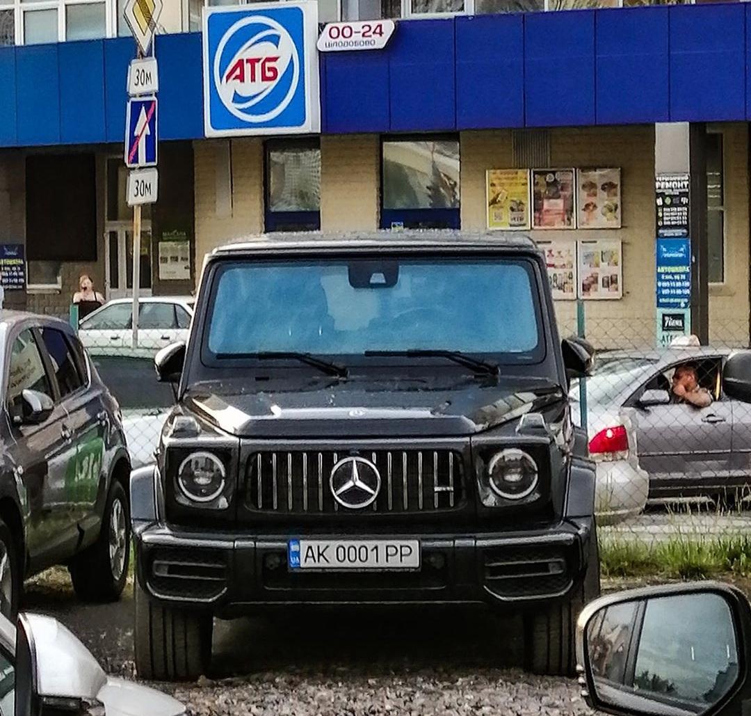 Новость одной картинкой: крутой Гелендваген АМГ на парковке АТБ