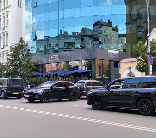 Герой парковки в Киеве оказался известным политиком (фото)