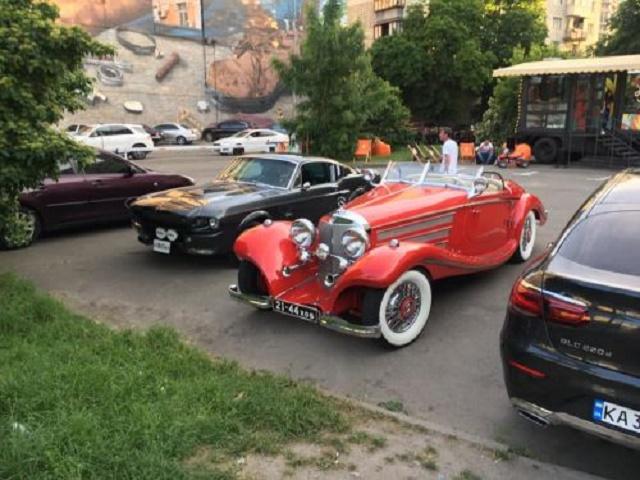 В Украине заметили уникальный довоенный родстер Mercedes