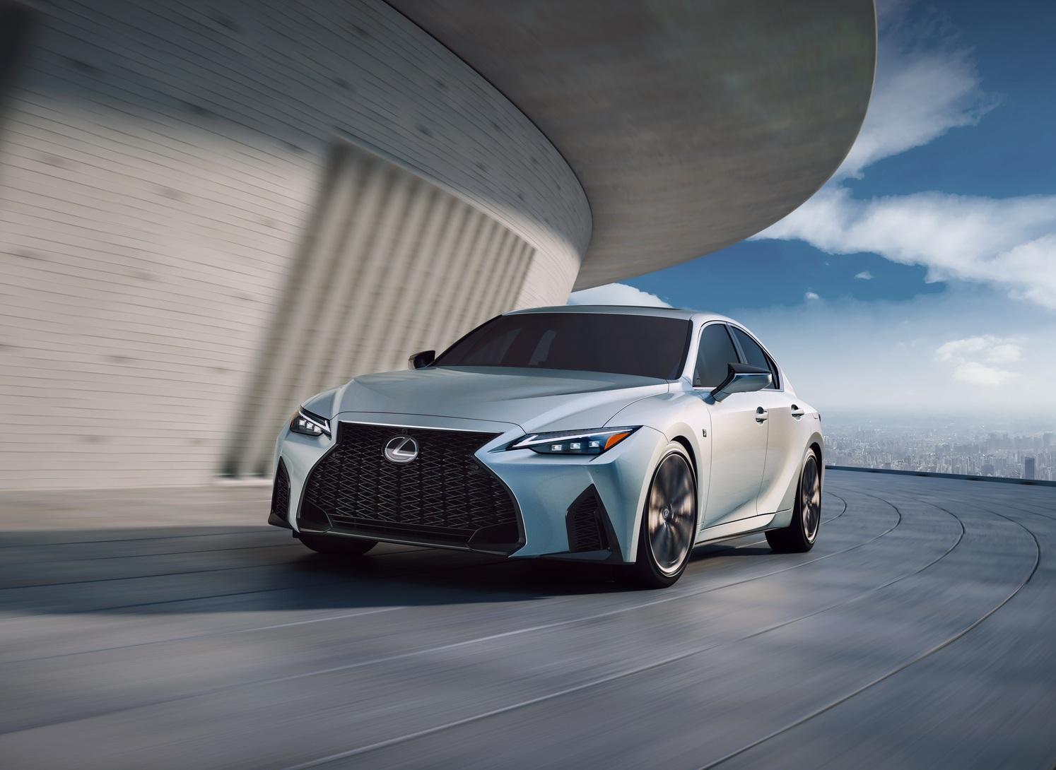 Официальные фото и подробности нового Lexus IS 2021