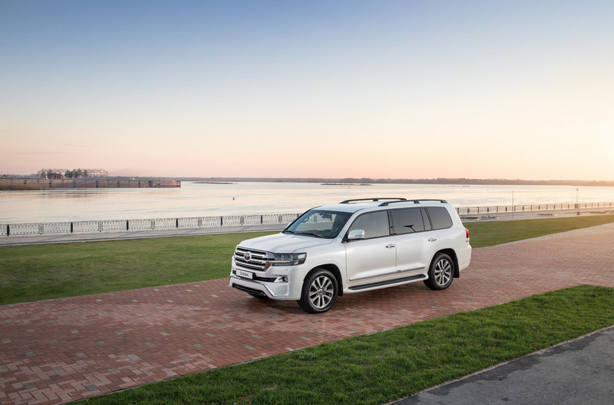 Представлен самый роскошный Toyota Land Cruiser для депутатов и олигархов