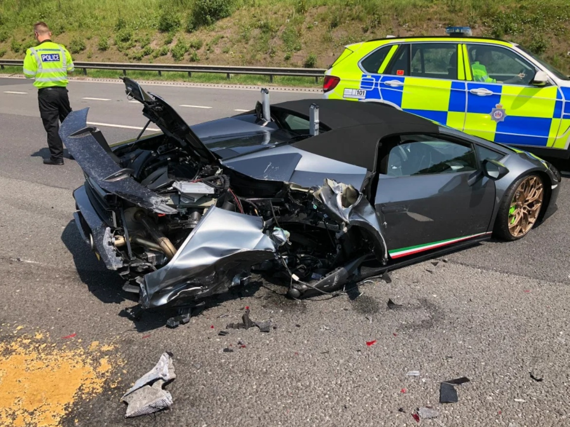 Новый суперкар Lamborghini разбили через 20 минут после покупки