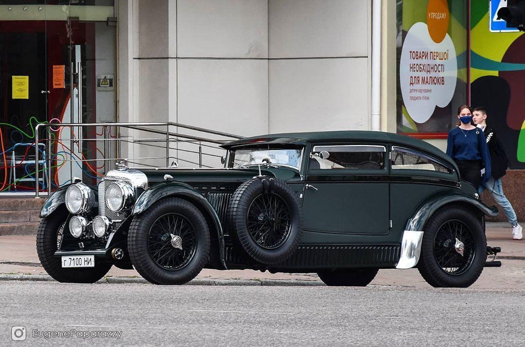 В Украине засняли уникальный коллекционный Bentley 30-х