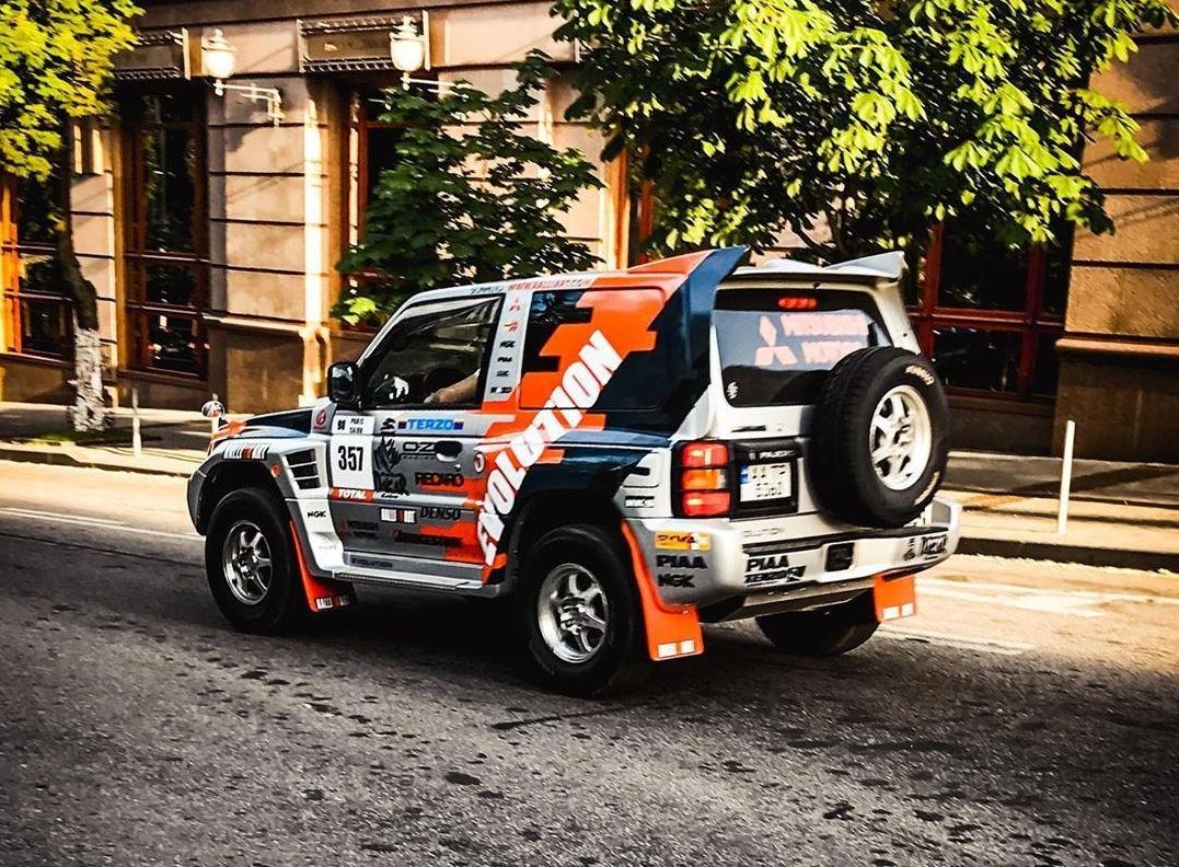 В Киеве появился редчайший заряженный Mitsubishi Pajero Evolution