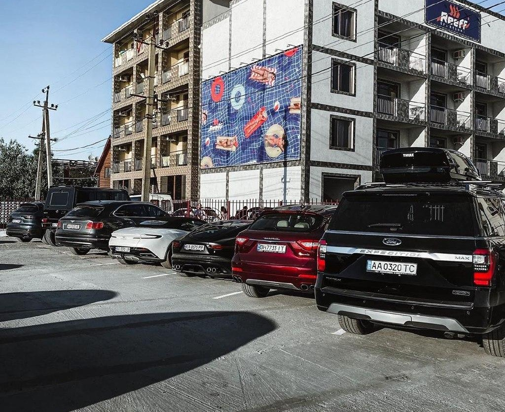 Где во время карантина отдыхают владельцы суперкаров в Украине (фото) - Обзор