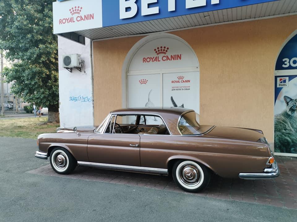 В Киеве заметили 60-летний винтажный Mercedes в идеальном состоянии