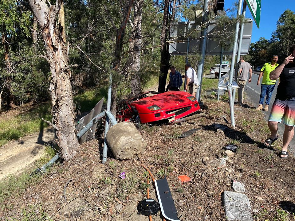 Cамый легендарный суперкар Ferrari разбили во время тест-драйва
