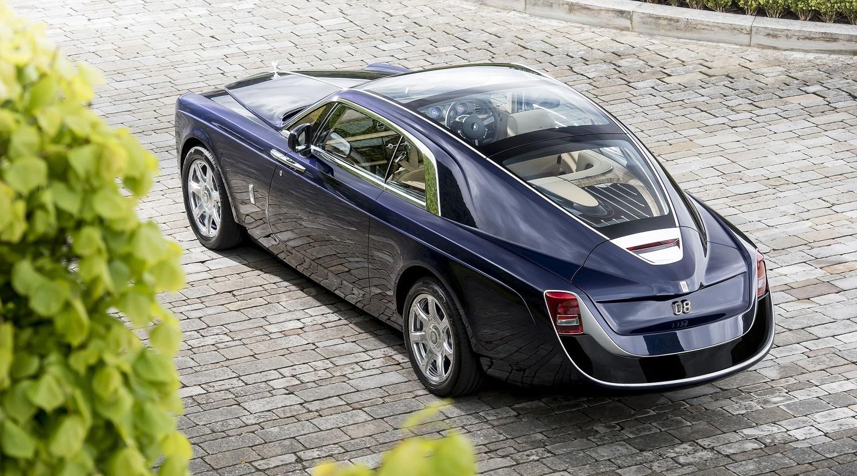 Путин купил Кабаевой самый дорогой Rolls-Royce с позолотой