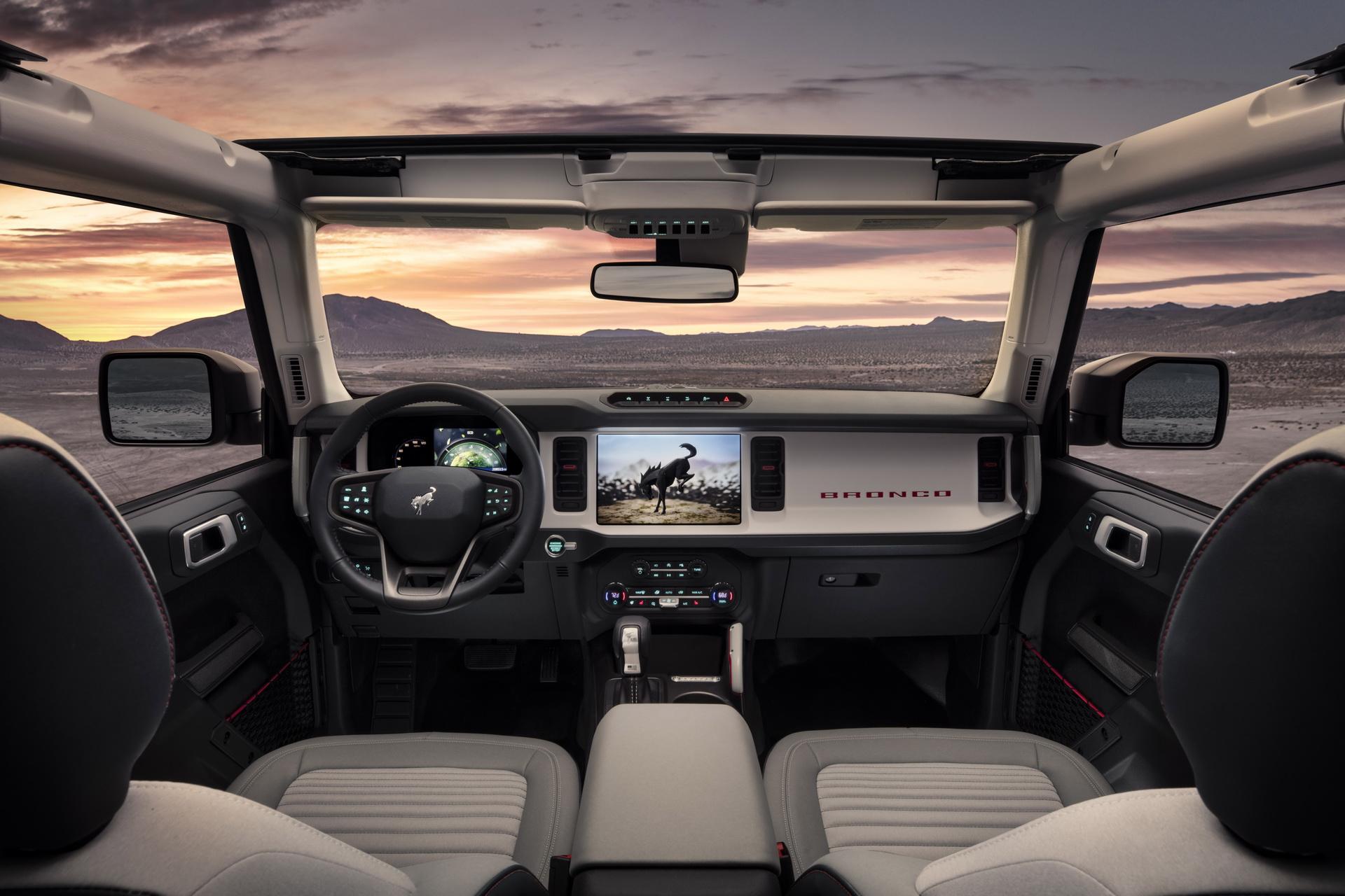 Новый Ford Bronco 2021 бросил вызов Jeep Wrangler и Land Rover Defender