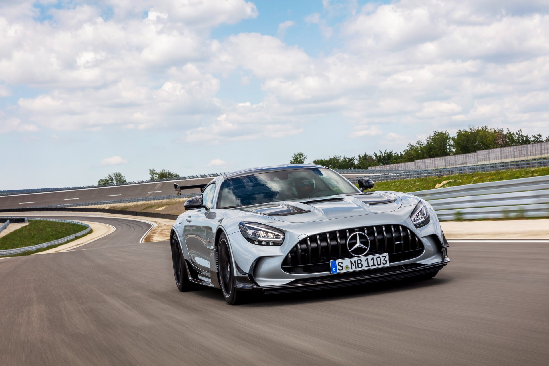 Новейший суперкар Mercedes стал самым быстрым в истории марки