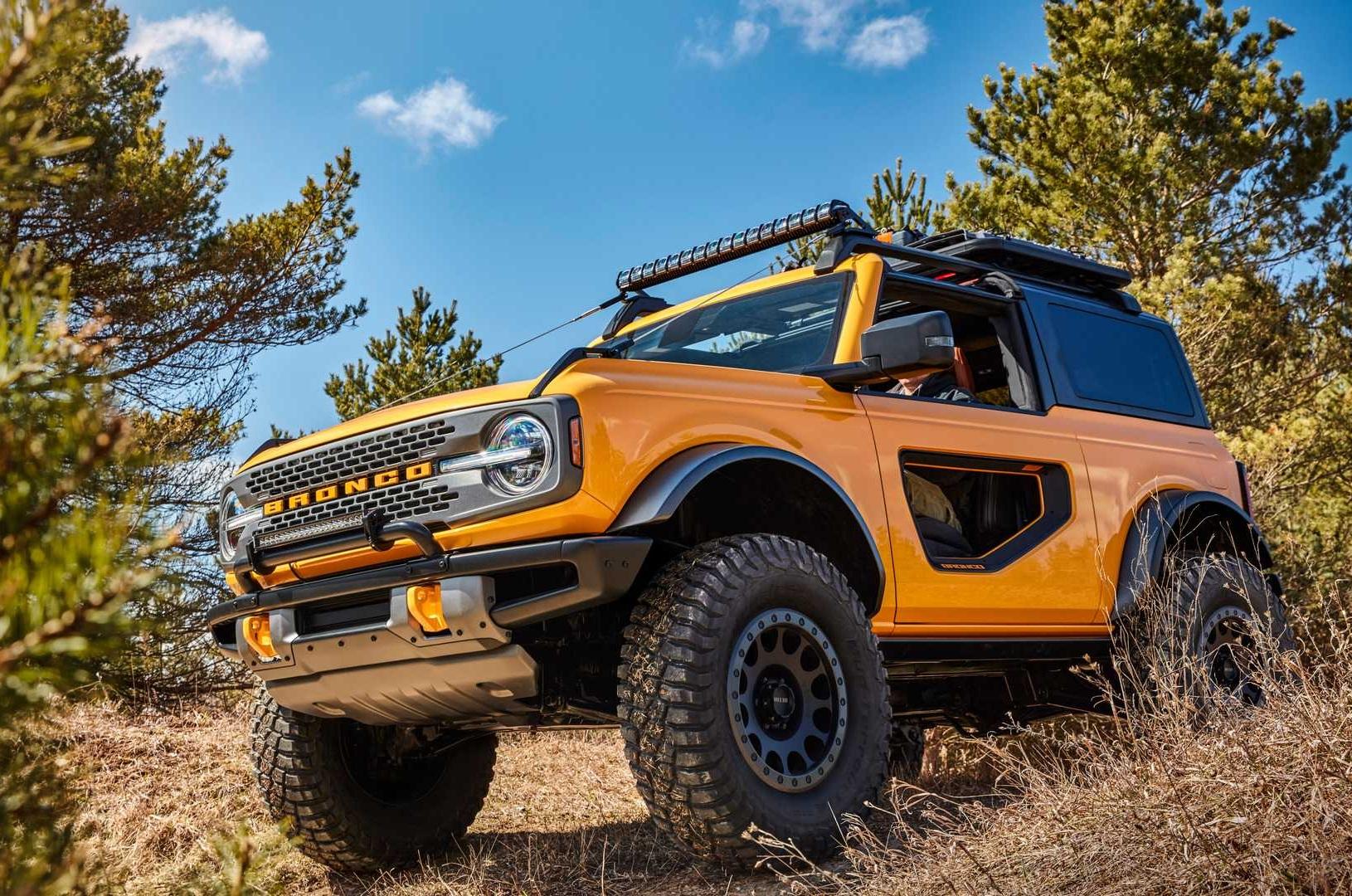 Новый Ford Bronco 2021 бросил вызов Jeep Wrangler и Land ...