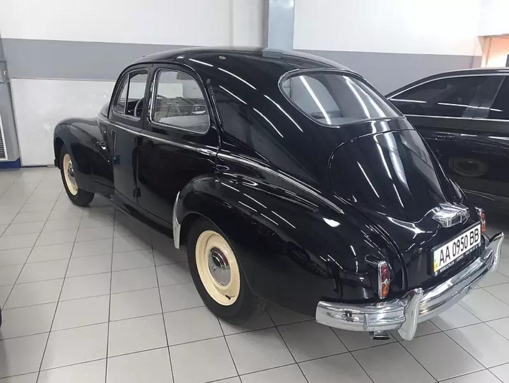 В Украине продают 70-летний Peugeot в идеальном состоянии
