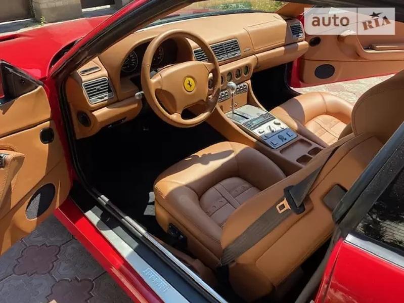 В Украине продают редкое 20-летнее купе Ferrari по цене Прадо