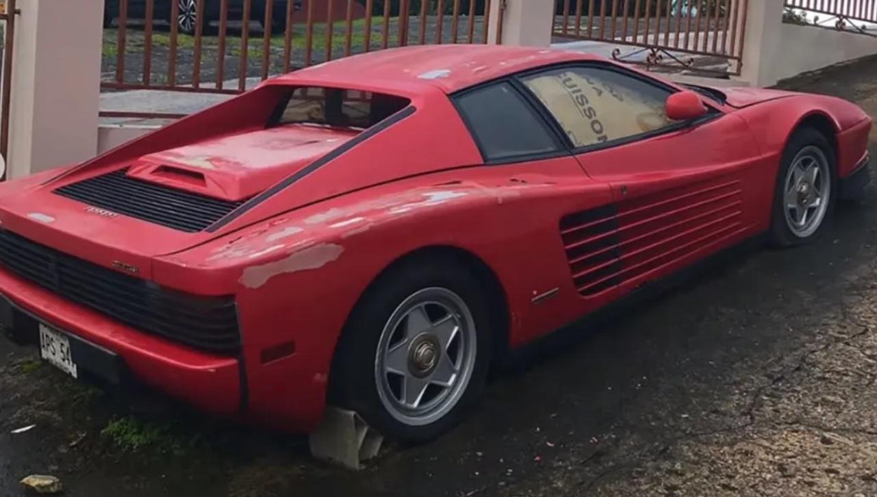 Легендарный суперкар Ferrari почти 20 лет стоит под открытым небом