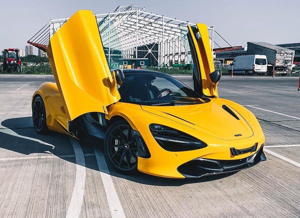 В Киеве засняли яркий суперкар McLaren за полмиллиона
